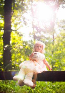 sesja zdjęciowa dziecka w plenerze fotograf dziecięcy